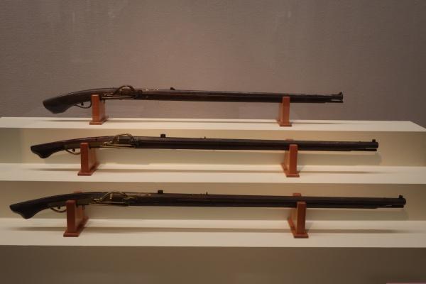 114 火縄銃 太郎坊、115 火縄銃 次郎坊、116 火縄銃(「春山」銘金象嵌)